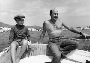 Javier Romero amb gorra de patró, acompanya el seu pare