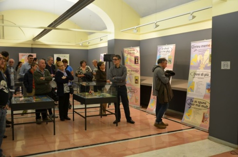 Foto de la inauguració de la mostra a Cornellà